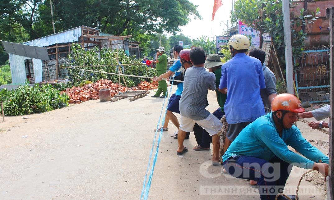 Sạt lở 6 căn nhà ngày 8-5, tại ấp Phú Thạnh, xã Phú Hữu, huyện An Phú, tỉnh An Giang