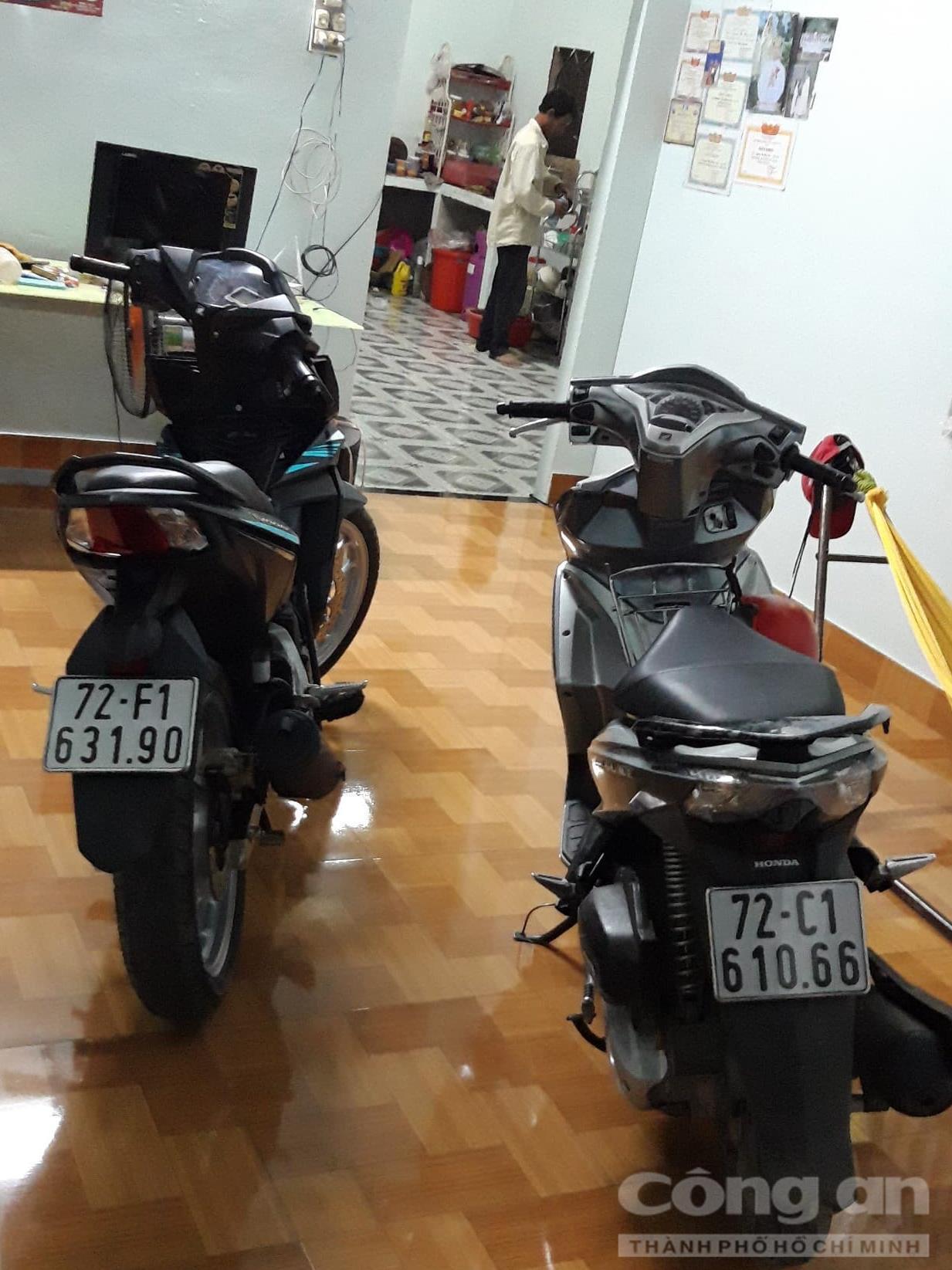 Hai chiếc xe máy bị tạm giữ