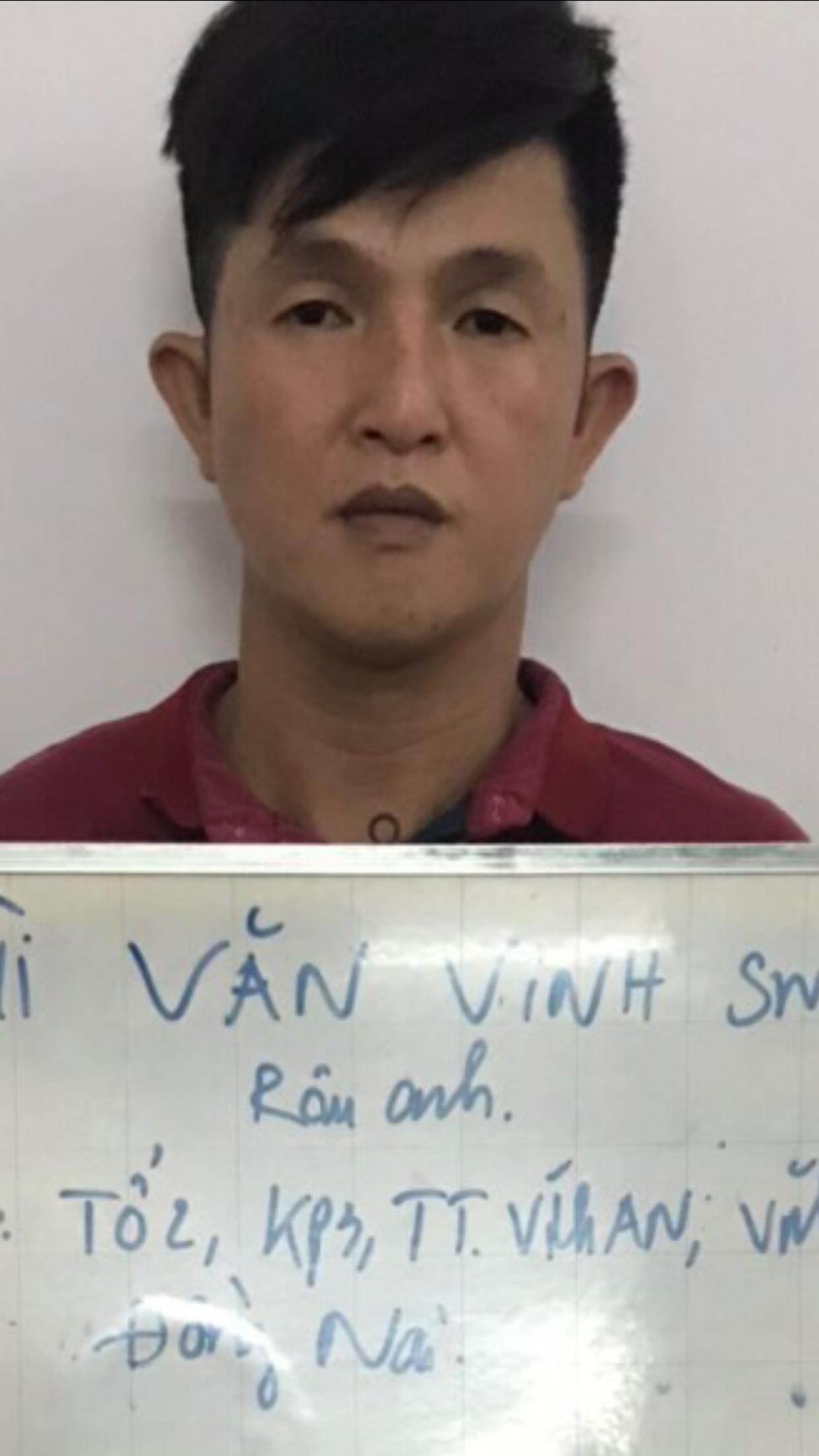 Bat 5 doi tuong trong bang moc tui hanh khach di xe buyt o khu vuc Suoi Tien
