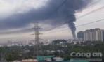 CLIP: Cháy cơ sở hoá chất, cột khói bốc cao hàng trăm mét