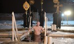 Clip ông Putin cởi trần, tắm nước hồ lạnh -7 độ C