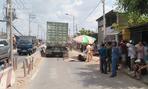 Hai phụ nữ chết thảm dưới bánh xe container