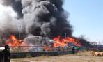 Kho vải vụn khổng lồ bốc cháy dữ dội từ trưa đến chiều mùng 9 Tết
