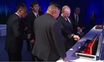 Clip hai ông Putin và Kim Jong-un trao kiếm báu cho nhau sau thượng đỉnh