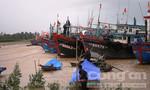 Biên phòng cứu hộ 8 ngư dân trên tàu cá trôi tự do trên biển