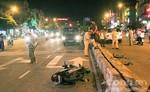 Xe máy chạy ngược chiều tông xe ô tô, nam thanh niên nhập viện