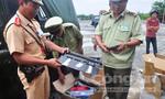 Phát hiện xe khách chở hàng loạt kiếm, súng điện tuồn vào TPHCM tiêu thụ
