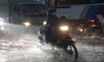 Biên Hòa: Đường thành sông, giao thông tê cứng trong cơn mưa lớn