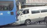 Xe 16 chỗ tông đuôi xe buýt, nhiều người suýt chết