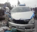 Taxi vượt ẩu đâm vào tàu hỏa, lái xe thoát chết