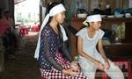 Hai chị em có nguy cơ thất học