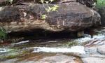 Hai nữ sinh lớp 7 tử vong bất thường tại suối đá
