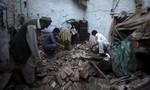 """""""Chạy đua"""" giải cứu các nạn nhân động đất ở Nam Á"""