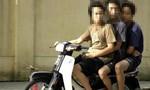 Băng học sinh cá biệt ép người lên xe máy, khiến nạn nhân sợ hãi nhảy xe tử vong
