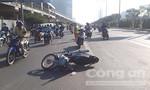 Sang đường đón xe buýt, người phụ nữ bị xe máy tông nguy kịch