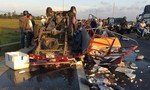Lật xe chở cá, người dân cứu tài xế và phụ xe bị kẹt trong cabin