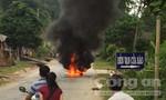 Nghệ An: Xe máy đang chạy bỗng bốc cháy ngùn ngụt