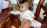 Bé gái 7 tháng tuổi bị bỏ rơi trong thùng xốp đã được nhận làm con nuôi