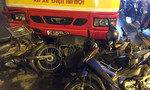 Xe buýt tông hàng loạt xe máy, người dân hoảng loạn bỏ chạy nháo nhào