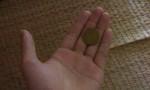 Một bé trai nuốt đồng xu vào dạ dày trong lúc mải chơi game