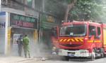 Tiệm làm tóc bốc cháy, hàng chục người dân di tản