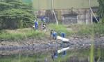 Xác chết nam phụ hồ nổi trên kênh Nước Len
