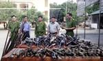 Công an huyện Quỳ Hợp tiêu hủy hàng loạt khẩu súng