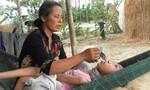 Mẹ bệnh tim hiểm nghèo nuôi hai con bệnh tật
