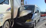 Xe khách máng hông xe tải, 2 hành khách trọng thương