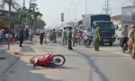 Người đàn ông nằm chết bên vệ đường nghi do tai nạn