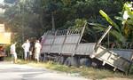 Xe máy ngã ra đường, cô gái trẻ bị xe tải cán tử vong