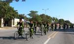 Lực lượng Cảnh sát khu vực Công an Quảng Bình tuần tra bằng xe đạp trên đường phố