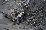 Sập mỏ than: 1 người chết, 2 người mất tích