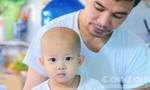 Bé gái 2 tuổi bị bệnh ung thư hành hạ