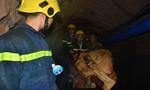 Hàng trăm người trắng đêm hút cát giải cứu nạn nhân kẹt trong hầm sâu