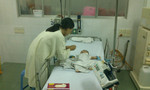 Bé trai bị đâm xuyên não vẫn lơ mơ do viêm màng não mủ