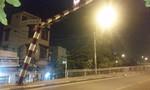 Xe đầu kéo tông cong khung giới hạn chiều cao trên cầu Tân Thuận 1