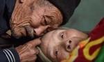 Cụ ông 84 tuổi chăm vợ bại liệt suốt 56 năm