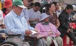 Người đàn ông hơn chục năm ngồi xe lăn vẫn tích cực làm từ thiện