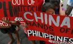 Trung Quốc ngang ngược đòi xây tiếp công trình trên Biển Đông
