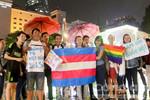 Người đồng tính Sài Gòn đội mưa ăn mừng vì được Luật pháp công nhận