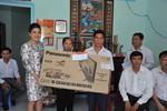 Bà Đỗ thị Kim Liên Lãnh sự Nam phi tại TPHCM cùng Công ty CP nước Aquaone trao tặng 10 căn nhà tình thương tại tỉnh Hậu Giang