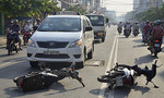 Tai nạn liên hoàn, 2 người thoát chết trước đầu xe taxi