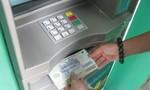 """Trộm hơn 100 triệu đồng rồi """"giấu"""" vào thẻ ATM"""