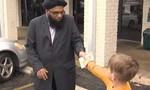 Bé 7 tuổi đập heo đất tặng tiền cho nhà thờ bị phá hoại