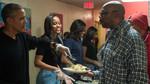 Tổng thống Obama phục vụ đồ ăn cho những người vô gia cư