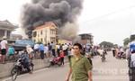 Cháy cửa hàng xe máy, hàng ngàn người chạy tán loạn