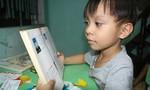 Kỳ tài cháu bé mới hơn 4 tuổi đã đọc chữ vanh vách