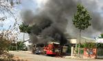 Tiền Giang: Xe buýt bốc cháy ngùn ngụt giữa trưa