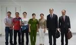 Bắt người Trung Quốc bị truy nã ngay tại sân bay